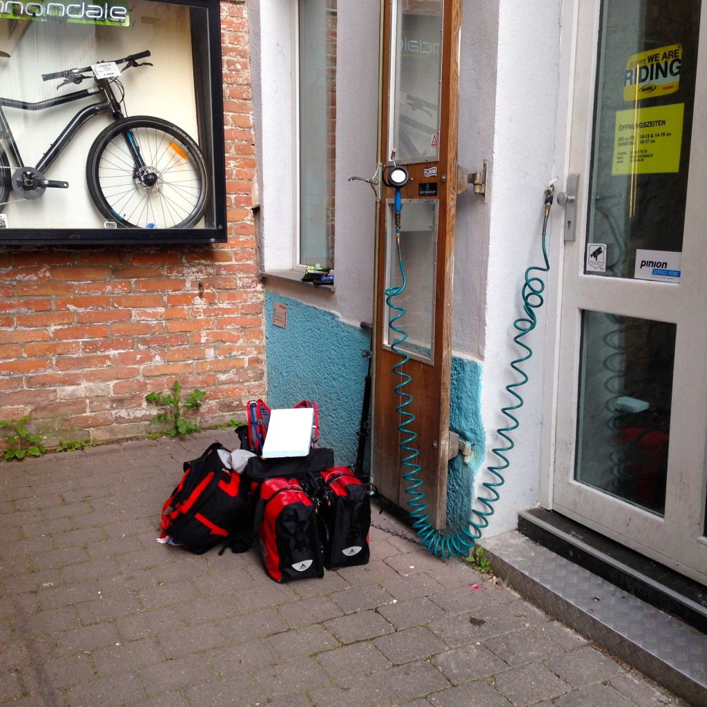 Waiting with  my stuff at Ciclopia Vienna to resume my trip