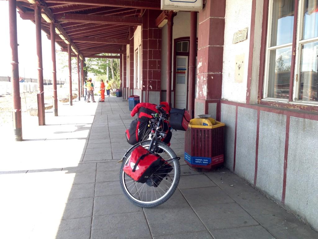 """Esperando el Tren en """"Virtu de Jos"""""""