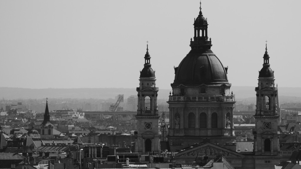 Otra vista de la Basilica de San Esteban, que guarda por sobre la ciudad de Pest.