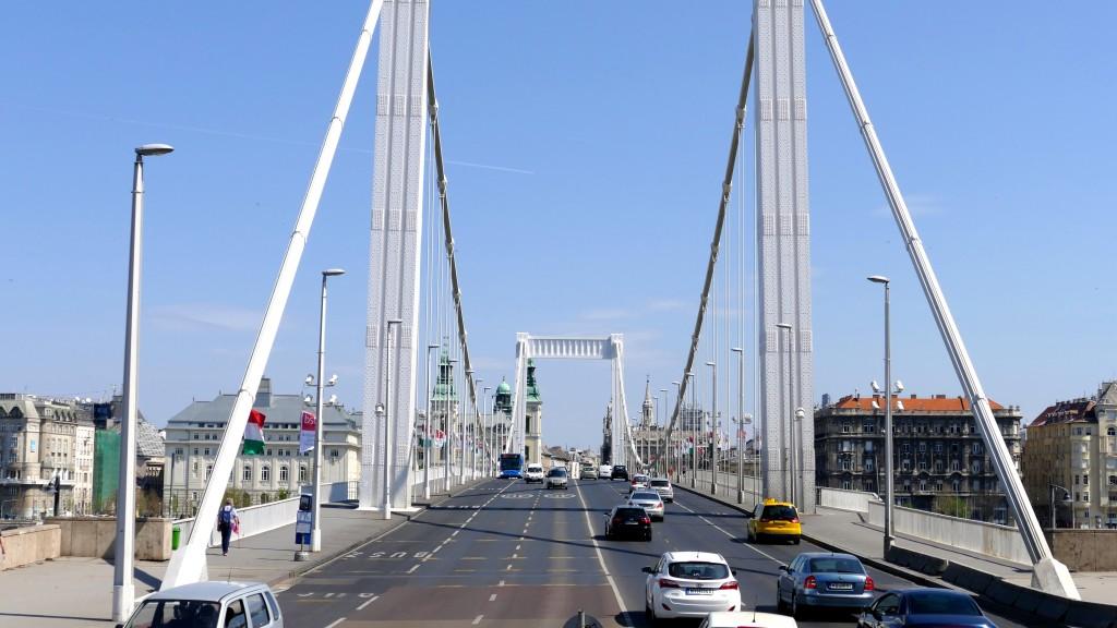 Puente Isabel que une Buda con Pest