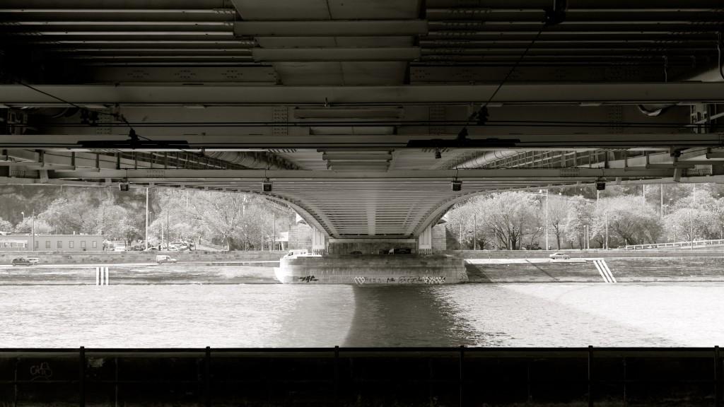 """El Danubio unido por el puente colgante, """"Puente de Cadenas"""" inaugurado en 1849, siendo el 1er puente colgante de Europa"""