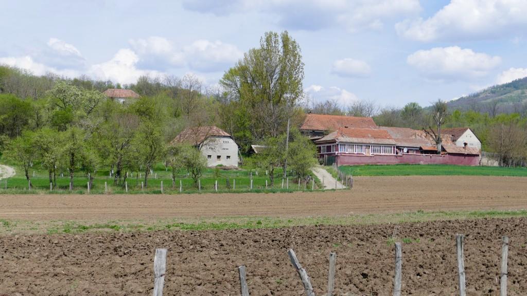 """Una vieja casona de campo en Transilvania (""""Siebenbürgen"""" el nombre dado a la región por sus colonos alemanes, de los cuales ya no queda ninguno)"""
