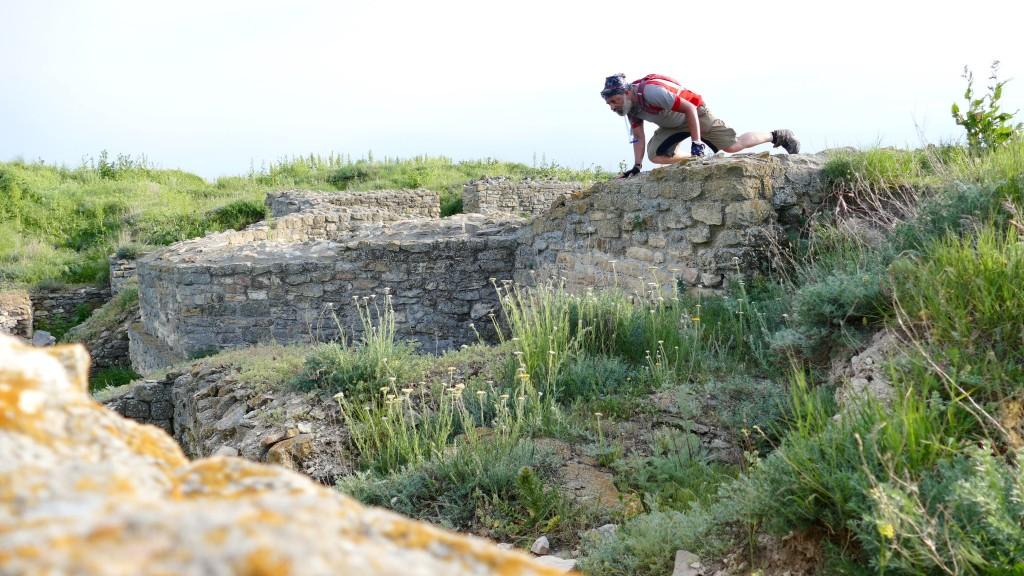 Estudio empírico de las ruinas. Orgami / ARGAMUM, una Polis griega del siglo VII AC, luego un fuerte Romano (SIGLO VII DC)