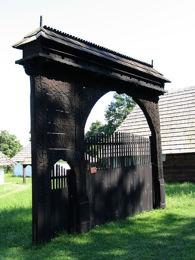 Székely_gate_in_Cernat,_historic_region_of_Transylvania