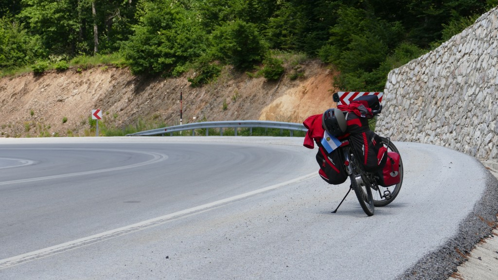 E98 in Turkey, like a Highway for Cyclists