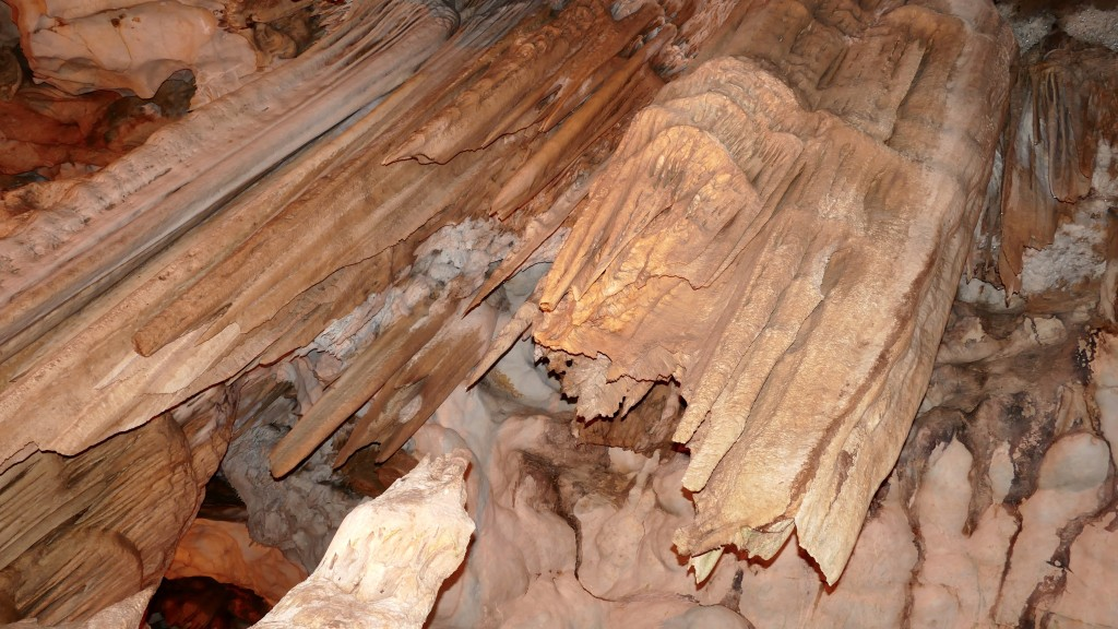 "The ""Ballica Cave"" is an 8 km long cave 23 km far from Tokat, in Pazar. It is made up of crystallised karstic stone that contain 96% calcium carbonate. It is a fossil cave that developed vertically and horizontally. It has five storeys connected to each thereby stalagmites, stalactites, travertine, onion stalactites, dripstone pools and various caves formations."