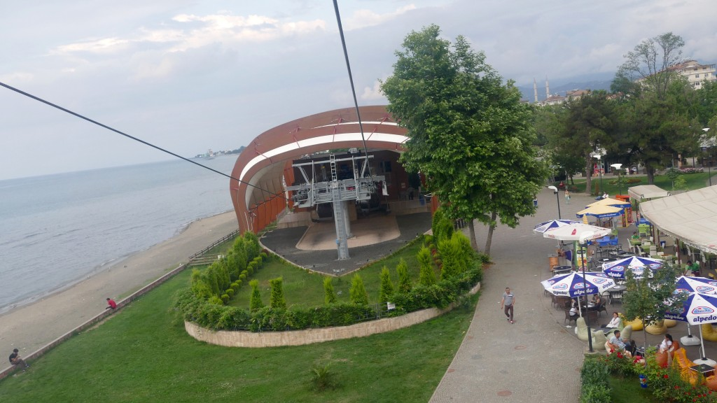 The Ordu Boztepe Gondola can transport hourly 900 passengers up to the hilltop in 6.5 minutes