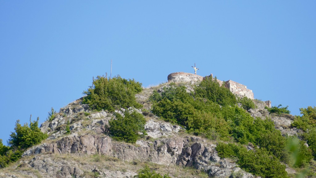 Gardateni  Village is located 6 kilometers from the town of Gori. Here you will find several important historic monuments, including: Vere fortress, the Church of Saint George, Vere Church of the Virgin Mary, the Green (Transfiguration) cathedral, TSEDISI FORTRESS (this Picture), and other architectural monuments.