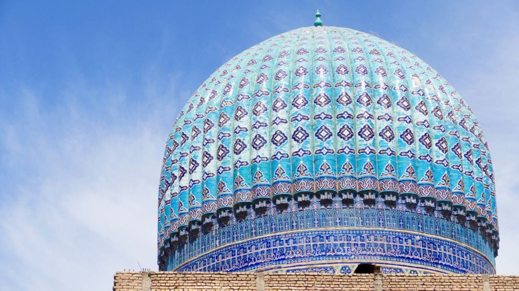 The majestic blue domes of the Bibi-Khanym Mosque