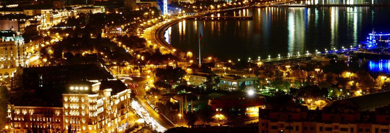 DIA 163 – De noche por las calles iluminadas de Bakú.